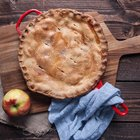 How to Use a Skillet to Bake a Homemade Pie