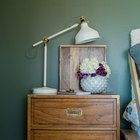 Creative Way to Decorate a Nightstand for the Guest Room