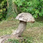 How to carve wood mushrooms