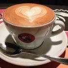 ¿Cuánto café se debe echar en una taza de agua?