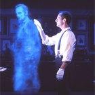 Cómo crear una ilusión de fantasma para una casa embrujada