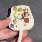 How to Replace a Fuse in a Plug