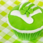 How to pipe icing shamrocks