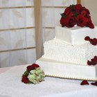 How to put roses on wedding cakes