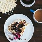 Waffles veganos con compota de arándanos y cerezas