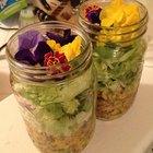 Como fazer saladas em potes de conserva