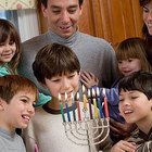 Cómo recitar las tres bendiciones de Hanukkah