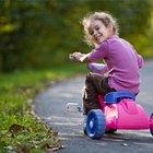 Cómo enseñarle a un niño a montar el triciclo