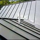 Cómo instalar un techo de tejas de zinc