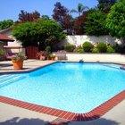 Como tratar água de piscina com produtos caseiros
