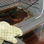 Como limpar comida queimada de um forno