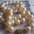 Cómo limpiar un collar de perlas
