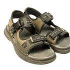 Cómo lavar las suelas de tus sandalias