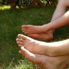 Por que meus pés cheiram a amônia?