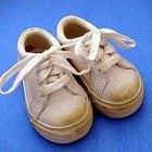 Cómo enseñar a un niño a atarse los cordones de los zapatos