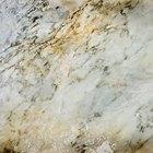 Cómo pintar una pared que asemeje el mármol