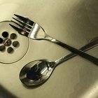Cómo limpiar manchas de ácido de un lavabo de acero inoxidable