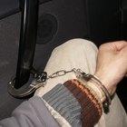 Cómo verificar si una persona tiene una orden de arresto