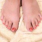 Cómo suavizar las uñas del pie para cortarlas