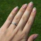 Cómo medir tu dedo para ver la talla de anillo que usas