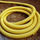Cómo instalar tubos perforados de drenaje