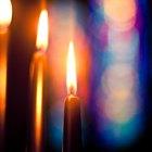 ¿Por qué las velas de adviento son moradas y rosadas?