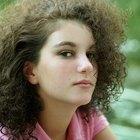 Signs & symptoms of a teenage girl with a hormone imbalance