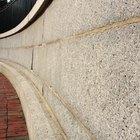 Cómo eliminar el moho de las paredes de cemento