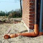 Instalar tuberías de drenaje alrededor de los cimientos de tu casa