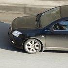 Como ajustar a embreagem em um Toyota Corolla