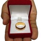 ¿Qué significa cuando una mujer lleva un anillo en el pulgar?