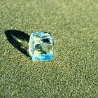 How to Keep an Ice Cube From Melting