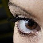O que deve ser feito quando um vaso sanguíneo no olho se rompe?