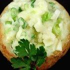 Calorías en una papa al horno con mantequilla y crema agria