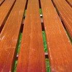 Cómo hacer un tinte impermeable para la madera