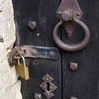 Como abrir uma porta trancada sem chave