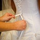 Cómo colocar un corsé con espalda en un vestido de novia