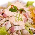 Cómo hacer una ensalada casera con pollo fresco