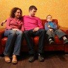 ¿Se puede mezclar sofás de cuero y tela en una sala de estar para el hogar en la decoración?