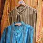 Cómo crear un vestuario de los años 60 para hombres