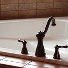 Cómo limpiar una tina de baño