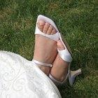 Como tingir sapatos de couro branco de preto