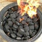 Como assar e cozinhar em uma churrasqueira a carvão