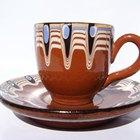 Cómo reparar una taza de café agrietada