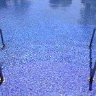 ¿Qué causa los niveles altos de pH en las piscinas?