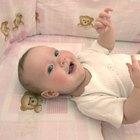 ¿Cómo hago para que un recién nacido duerma en una cuna?