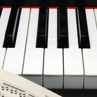 How to play simple songs on a keyboard
