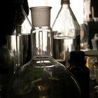 Por que o fenol é mais ácido que o cicloexanol?