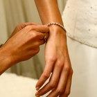 How to Unfasten a Diamond Tennis Bracelet Clasp