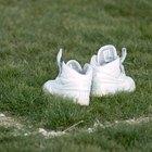 Cómo limpiar y restaurar zapatillas de tela